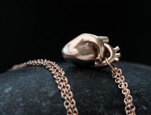 9K rose gold anatomical heart pendant