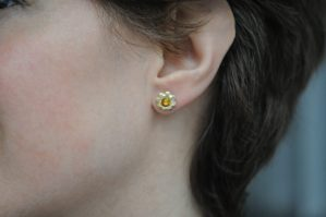 yellow sapphire cog earrings in 18K yellow gold