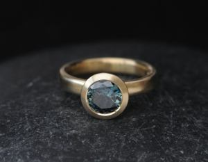 teal sapphire Aus halo ring 18K YG