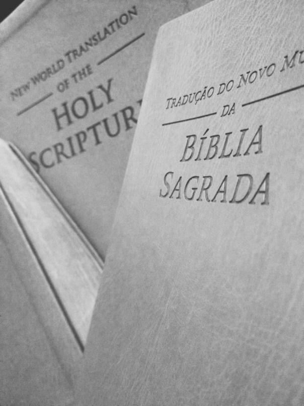 Imagens da Tradução do Novo Mundo em Inglês e Português