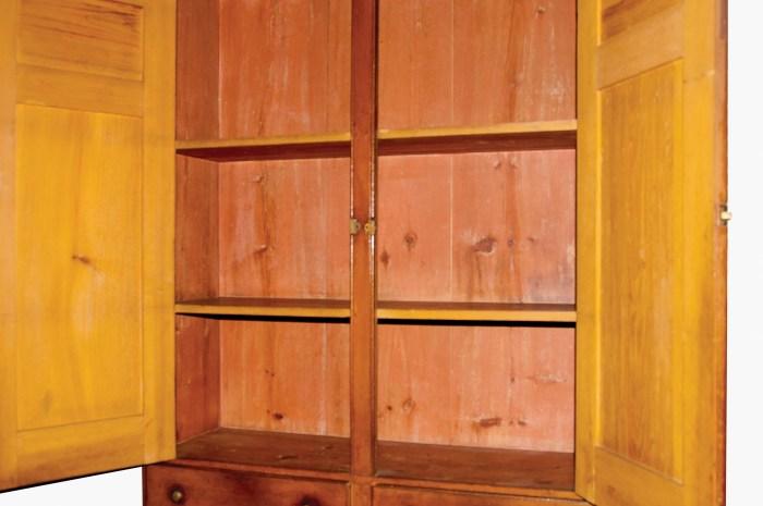 Lot 9: Cupboard