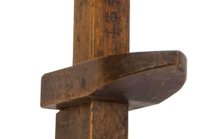 Lot 123: Scoop and Foot Measure