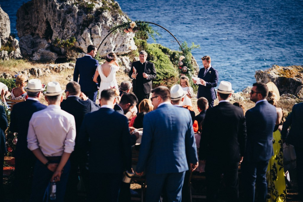 boda acantilado menorca mallorca ibiza formentera boda en la playa fotografia de boda 016