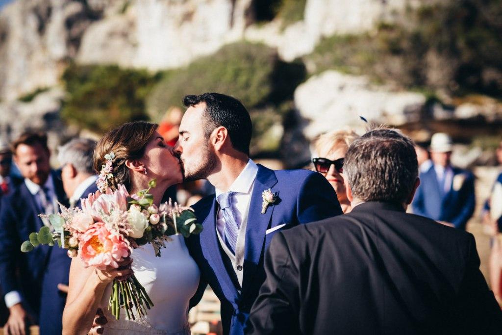 boda acantilado menorca mallorca ibiza formentera boda en la playa fotografia de boda 018