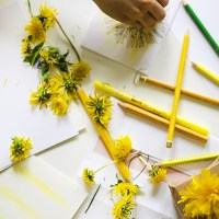 Nature Craft for kids: Let's Paint with Dandelions