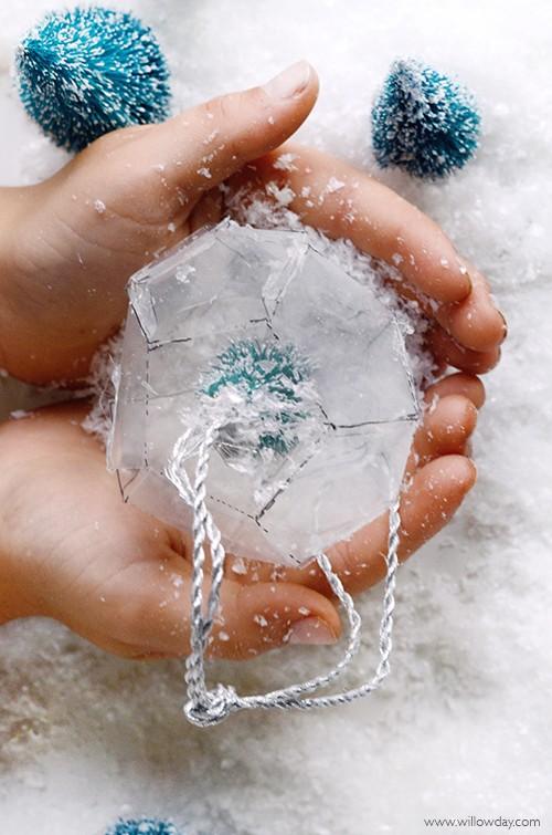 christmas-paper-prism-snow-globe