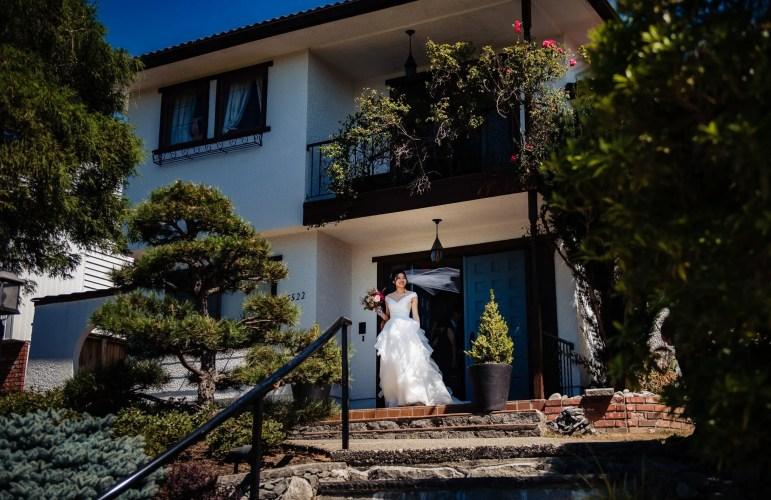 004 - bride leaving house vancouver