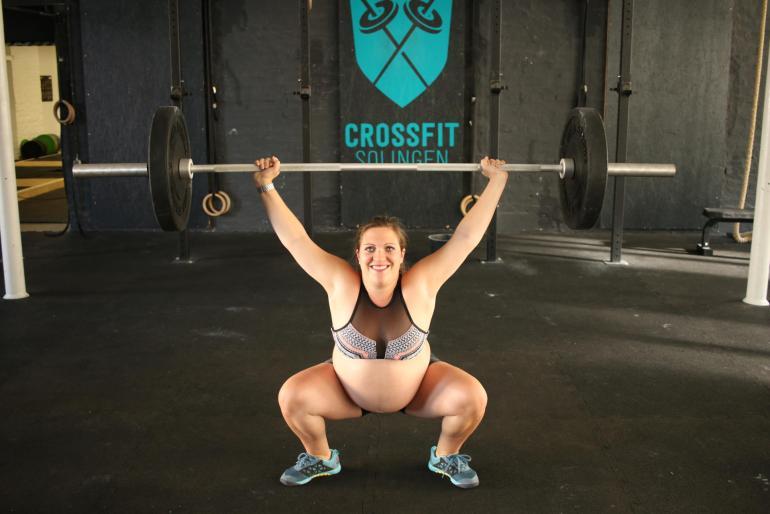 Squats dürfen auch bei Rektus Diastase in der Schwangerschaft gemacht werden.