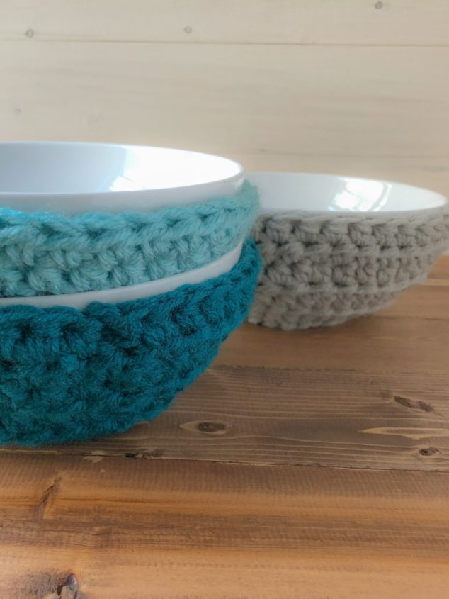 Free crochet pattern for a quick and easy bowl cozy.