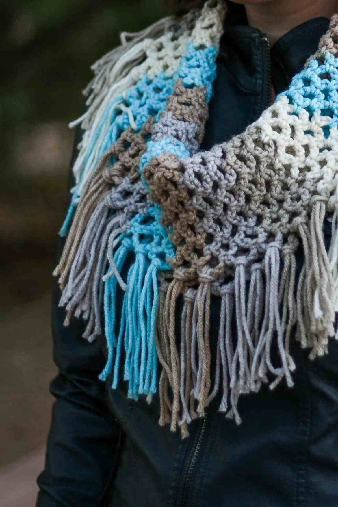 Fringe Cowl Free Crochet Pattern | This quick and easy fringe cowl is great for beginners and works up with just one skein of yarn.