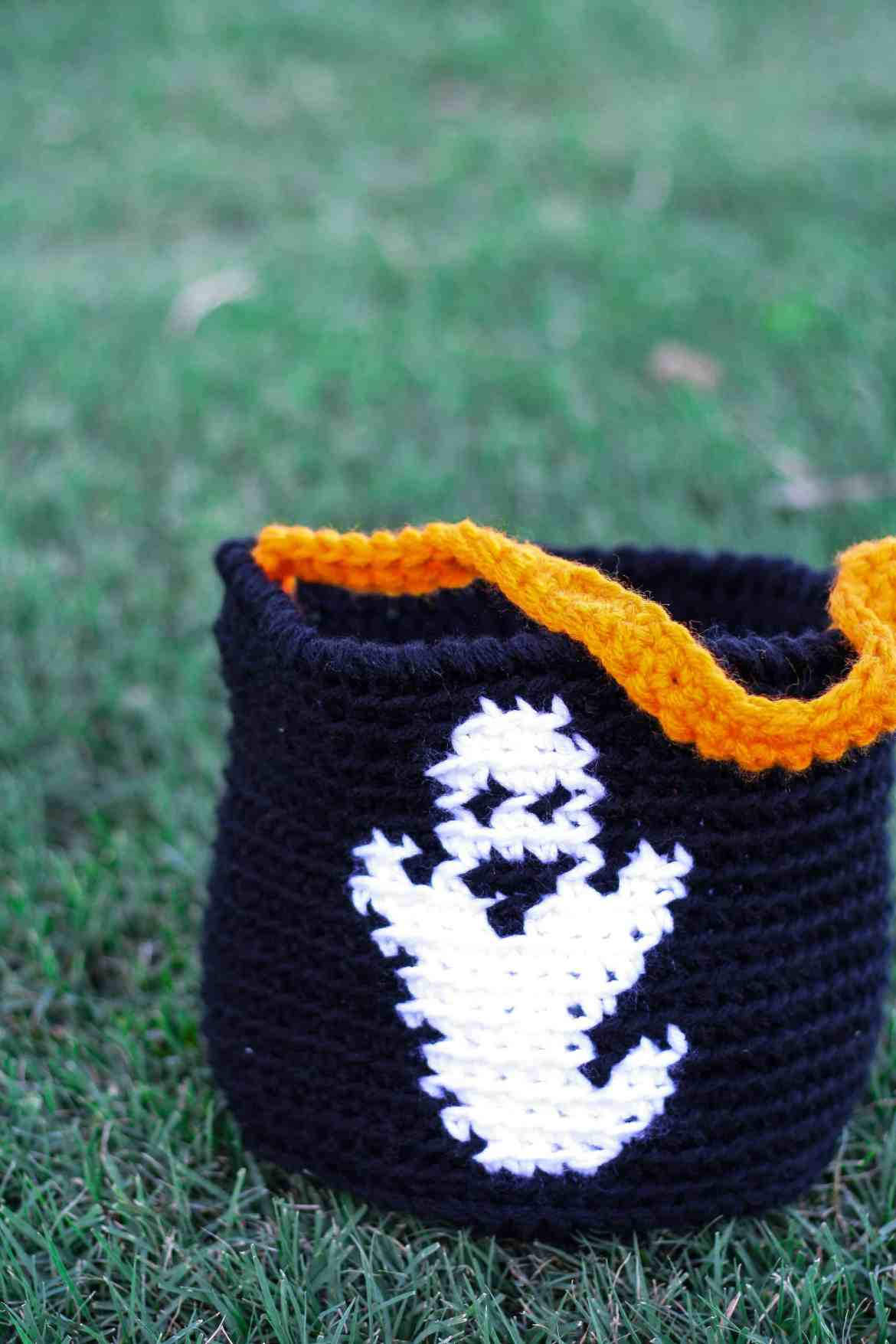 Candy bucket Free Crochet Pattern   Halloween always sneaks up on me, so I need my Halloween crochet projects to be quick and easy. This pattern is great for beginners with an optional trim. There are three charts to add extra character to your candy bucket. #halloween #crochet # crochetpattern #holidaydecor