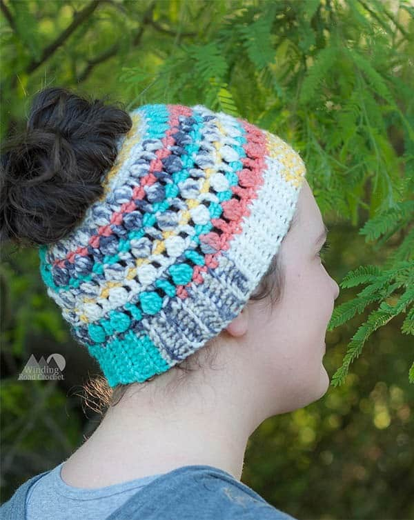 Crochet the Sedona messy Bun Beanie with this quick and easy crochet pattern. This pattern is for advanced beginners and works up very quickly. This Top knot beanie is perfect for Spring and Fall. #crochetbunbeanie #bunbeanie #crochethat