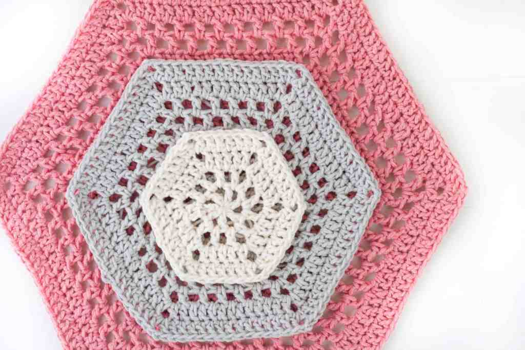 Crochet a beautiful cotton   crochet hexagon blanket with an airy open stitch pattern. Free crochet pattern with instructions and diagrams to adjust for a throw blanket or baby blanket. #crochethexagon #hexagonblanket #babyblanket3 Crochetbabyblanket #crochetblanket.