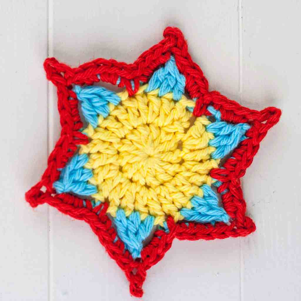 Quick sunflower crochet pattern. Free crochet pattern and video tutorial by Winding Road Crochet. #crochetflower #flower #sunflower #crochetpattern