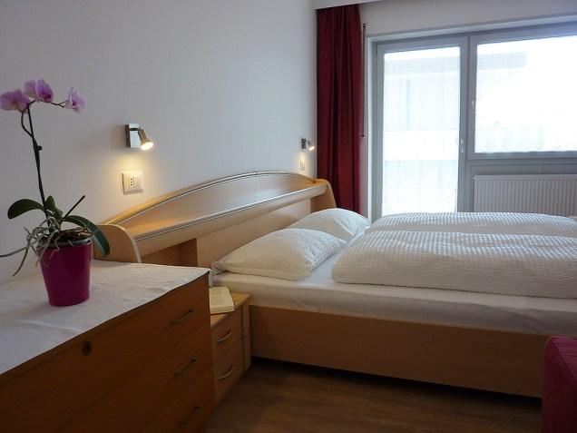 15 - Appartement Windisch - camera da letto e soggiorno