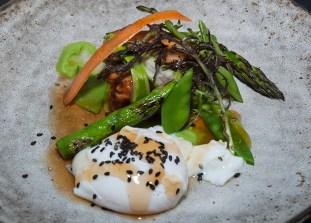 Tender braised pork belly, asparagus, snow peas, onsen tamago (soft quail egg), sesame and edamame puree. (Edgar Solís)