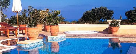 Planning the Perfect holiday - Sparkling Pool