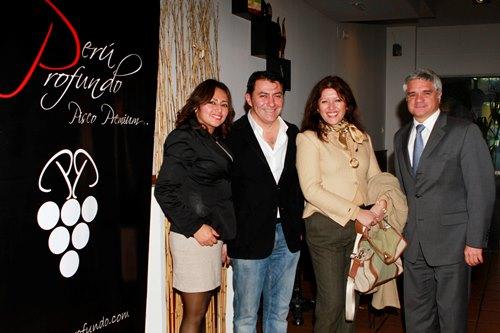 de Izda a Dcha: Melina Salinas, Yuri Campos, Cecilia Flores y Bernardo Muñoz , Consejero Económico Comercial de la Embajada del Perú