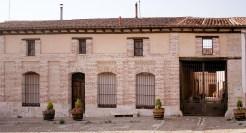 Fachada de la bodega Javier Sanz Viticultor en La Seca