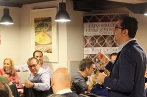 Joaquín Parra en plena cata del Wine Up Tour en Oviedo