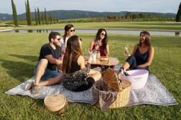 Vilarnau_picnic [1600x1200]wineup
