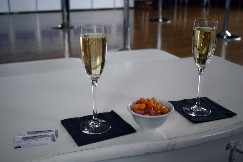 Birthday Trip to London Eye Lounge Champagne www.wingitwithjade (36)