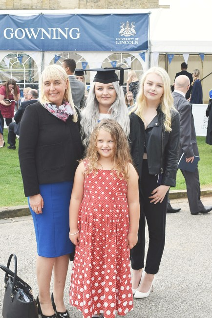 family-of-girls-i-graduated-www-wingitwithjade-com