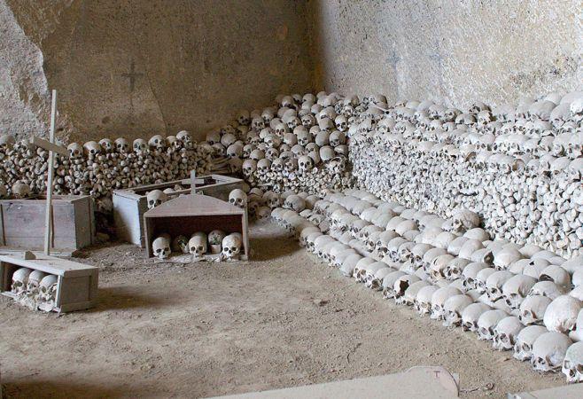 visita-guidata-cimitero-delle-fontanelle