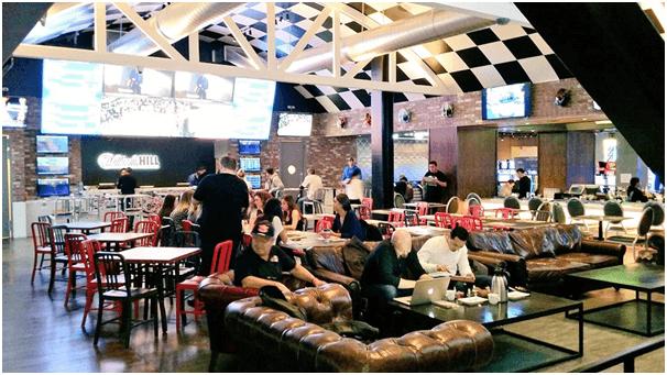 Umami Burger SLS to watch Super Bowl
