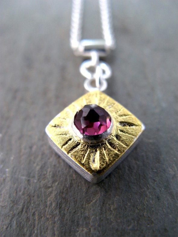 Gem Necklace/Gold/Rhodolite Garnet
