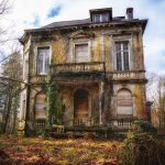 Old abandoned house _ unsellable homes