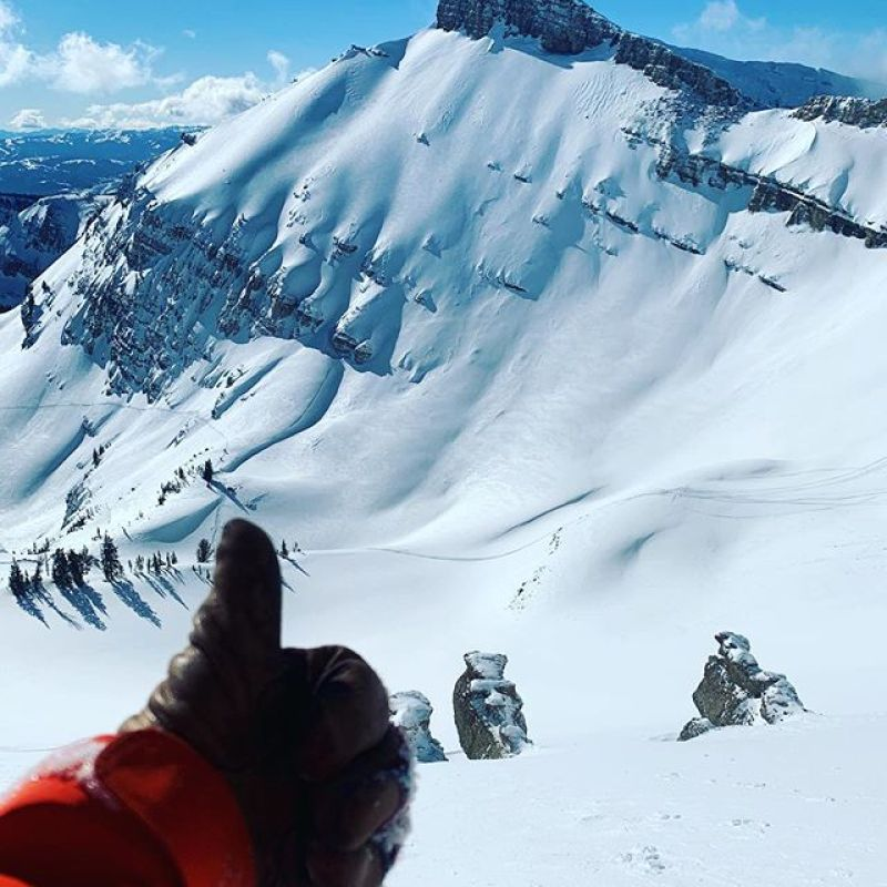 @robkingwill checking in from the @jacksonhole backcountry. Sunny and sick!  #winterstick #artoftheturn #snowboarding