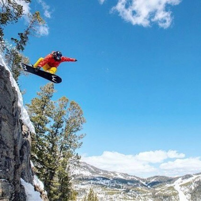 3, 2, 1...#liftoff @robkingwill getting some sweet airtime 0n his Ark pro model @yellowstoneclub this past weekend. Ready to launch into 2019-20 season? Order your new Winterstick before April 15th get $100 off! See bio for more information 📸 @courtleve ...#wintersticking #customsnowboard #wearewinterstick