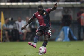 GENOA, ITALY - AUGUST 30: Issa Cissokho of Genoa CFC in action during the Serie A match between Genoa CFC and Hellas Verona FC at Stadio Luigi Ferraris on August 30, 2015 in Genoa, Italy. (Photo by Gabriele Maltinti/Getty Images)