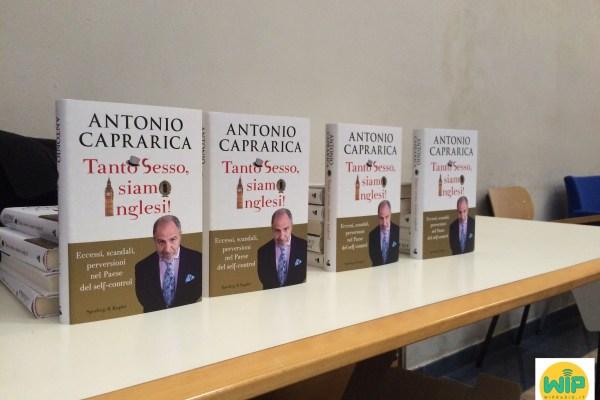 """""""Tanto sesso, siamo inglesi!"""": il nuovo libro di Antonio Caprarica presentato a Rosignano"""