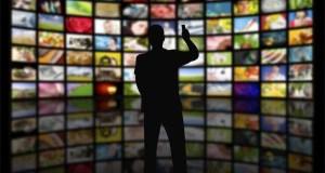 IL SUCCESSO DELLE SERIE TV. Una dipendenza per grandi e piccini.