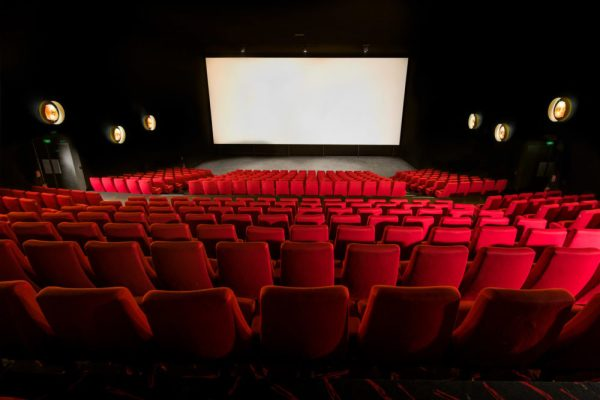 Ma vai al cinema da sola?