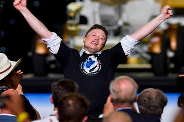 La Crew Dragon di Elon Musk aggancia la Stazione Spaziale Internazionale