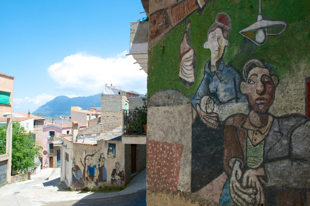 """""""Le città dei murales"""" – Nel cuore della Sardegna: Orgosolo"""
