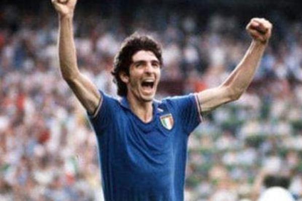 Paolo Rossi, ovvero PaoloRossi, tutto attaccato