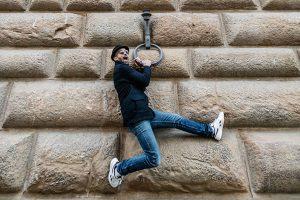 JR a Palazzo Strozzi: la cultura che ci salva dalla ferita del mondo