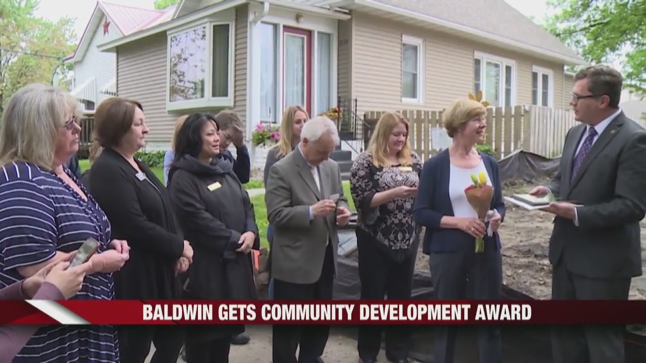 Tammy_Baldwin_receives_Community_Develop_0_20190529140507