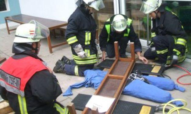Küchenbrand: Feuerwehr Nierstein/Schwabsburg übt in evangelischem Kindergarten