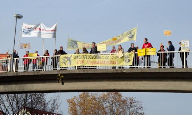 Aktionstag Brücken schmücken gegen Fluglärm