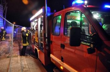 Feuerwehrauto mit Feuerwehrmann.