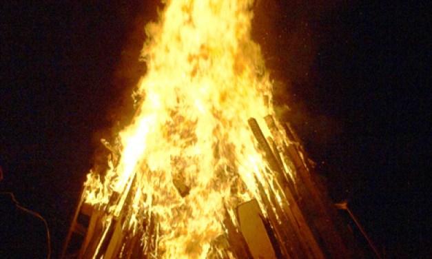 Das Sommersonnenwendfeuer des Mommenheimer Karnevalvereins am 31. August
