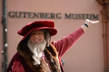 Der Gutenberg-Mime Röben in Aktion.