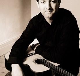 Clive Carroll  britische Ausnahme-Gitarrist im KulturGUT Bechtolsheim