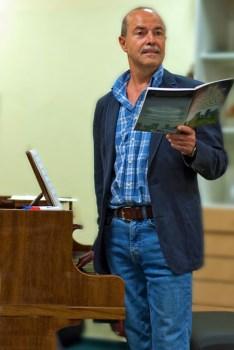 Heiner Hofmann ist seit 35 Jahren Chorleiter der Harmonie Oppenheim. (Bild: Kerstin Thieme-Jäger)