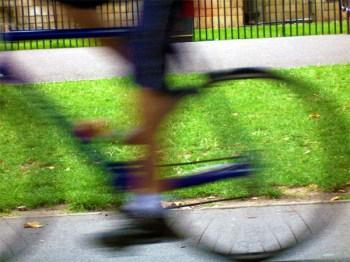 Rennrad-Rüpel fährt Kind an und flüchtet. (Symboldbild: stock:xchng)